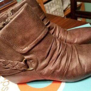Bare Traps Brown Booties size 10